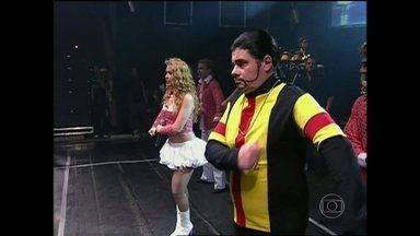 Professor Coisinha de Jesus divertiu com aulas de dança no Casseta - Personagem ensinou banda Calypso a arrasar no palco