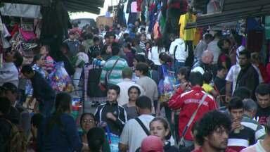 Movimento grande em Cidade do Leste - Com a queda do dolar, muita gente aproveitou o feriadão para ir às compras no Paraguai.