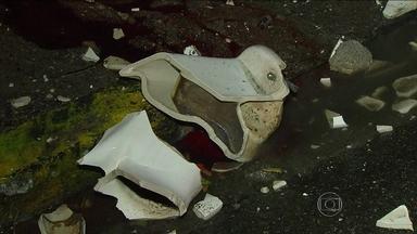Tragédia no futebol: vaso sanitário mata torcedor no Recife em partida da Serie B - Para a tristeza de pernambucanos e brasileiros, briga entre torcedores acabou resultando em trágico desfecho no estádio do Arruda.