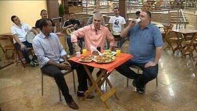 Márcio Chagas da Silva e Lucianinho Périco participam do 'Botequim do Maurício' - Quadro foi ao ar no Globo Esporte RS deste sábado (3).