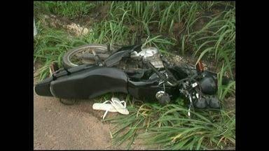 Acidente entre duas motocicletas deixa um morto em Castelo, no ES - Vítima trabalhava com antenas e estava com as ferramentas na garupa.Condutor do outro veículo não se feriu gravemente.