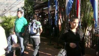 Sábado de shoppings lotados em Cidade do Leste - O turista que emendou o feriado aproveitou a folga para cruzar a Ponte da Amizade.