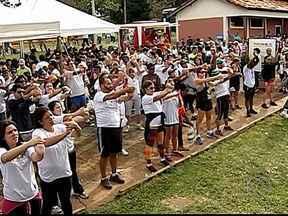 Ação Tribos do Bem Viver apresenta atividades físicas para público em Uberlândia - Evento movimentou o Parque do Sabiá neste sábado. Esta foi a segunda edição do projeto na cidade