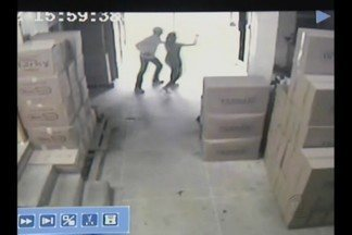 Criminosos invadem fábrica e rendem funcionários, em Campina Grande - Vítimas foram ameaçadas de morte.