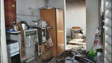 Incêndio atinge casa em Lavras, MG - Incêndio atinge casa em Lavras, MG