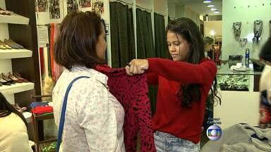 Filhos devem gastar menor valor em cinco anos com o presente das mães, diz CDL - Muita gente aproveitou o sábado para fazer compras em Belo Horizonte.