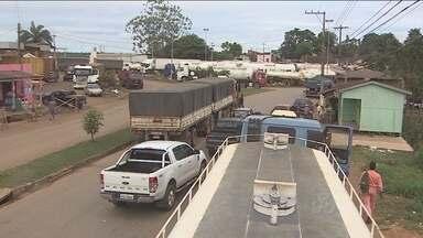 Caminhoneiros aguardam há dias para descarregar no Porto Organizado de Porto Velho - Direção do Porto diz que a operação está normal.