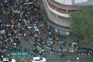 Policiais retiram vendedores ambulantes da Rua 25 de março - Os policiais realizaram a Operação Delegada, que retirou os vendedores ambulantes da rua da região central da capital.