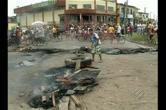 Uma das principais rotatórias de Ananindeua ficou bloqueada ontem por cerca de três horas - Moradores do Conjunto 40 horas fizeram uma manifestação em protesto contra as condições do bairro.