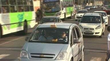 Taxistas reclamam de falta de segurança para exercer a profissão - Muitos motoristas recusam passageiros por causa do medo.