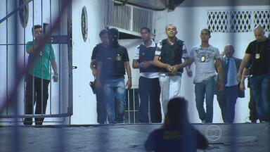 Polícia reconstitui crime que deixou um torcedor morto do lado de fora do Arruda - Paulo Ricardo foi atingido por privada. Dois suspeitos pelo crime participaram na reconstituição.