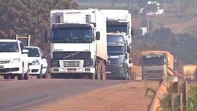 Caminhoneiros estão com medo de assaltos em Rondonópolis (MT) - Caminhoneiros estão com medo de sofrerem assaltos em Rondonópolis.