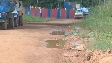 Estrada dos Periquitos é bloqueada por caminhoneiros, em Porto Velho - O protesto foi contra as más condições do techo que impedem o transporte de produtos e até crianças de irem à escola.