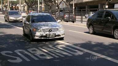 Motoristas desrespeitam faixas exclusiva para ônibus nas ruas de Belo Horizonte - Apesar de multas terem diminuído, ainda é comum flagrar condutores dirigindo de forma errada.