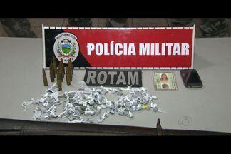 Mulher é presa com drogas e arma em João Pessoa - Segundo a Polícia, ela tinha um fuzil que é de uso exclusivo das Forças Armadas.
