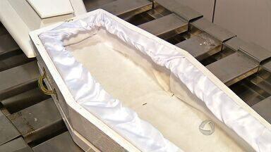 Família de bebê recebe caixão vazio durante velório em Itiquira (MT) - Uma família recebeu um caixão vazio durante velório em Itiquira.