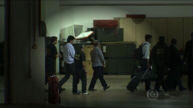 Investigados na Operação da PF em MT são levados para Brasília - Investigados na Operação da PF em MT são levados para Brasília.