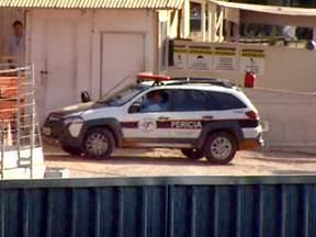 Chamada Jornal da EPTV - 21/05 - Polícia faz perícia no local onde uma laje desabou e matou dois operários no Shopping Iguatemi, em Campinas.