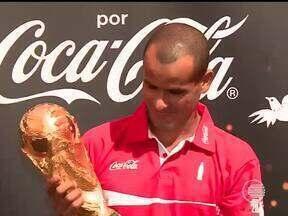 Taça da Copa do Mundo chega a Teresina e atrai torcedores ao Parque Potycabana - Taça da Copa do Mundo chega a Teresina e atrai torcedores ao Parque Potycabana