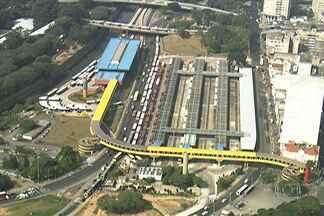 Greve de ônibus prejudica passageiros em São Paulo - A greve de motoristas e cobradores de ônibus prejudicaram os usuários de ônibus da capital. Os terminais de ônibus da Zona Sul ficaram fechados em algum momento da manhã. Na Zona Norte, a maioria dos ônibus da empresa Sambaíba não saiu das garagens.
