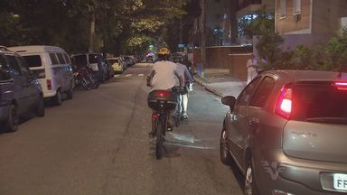 Ciclistas discutem segurança em ciclovias com autoridades - Eles fizeram uma bicicletada em Santos, SP