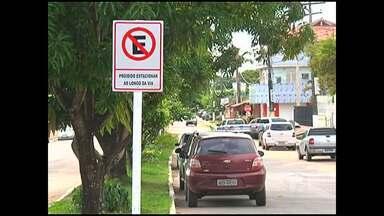 SMT sinaliza trechos de estacionamentos irregulares em Santarém - O trabalho começou próximo ao Hospital Municipal.
