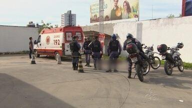 Após esperar horas pelo Samu, morador de rua morre em posto de combustíveis, no AM - Homem passou mal durante a madrugada, socorro só chegou no meio da manhã, segundo testemunhas.