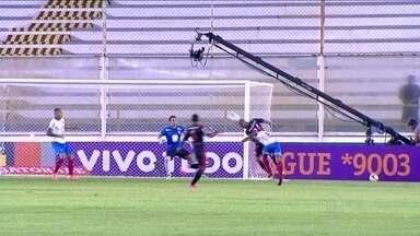 Flamengo empata com o Bahia, em Macaé, pelo Campeonato Brasileiro - Equipes empataram em 1 a 1, com Paulinho marcando para o Rubro-Negro, e Anderson Talisca empatando para o Tricolor.
