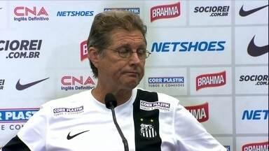 Oswaldo de Oliveira responde críticas de conselheiro e cobra reforços - Técnico compara Santos com outros times e diz que diretoria não contratou