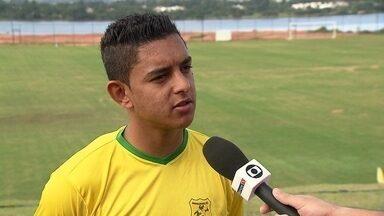 """Kelvin, nova promessa do Brasiliense, afirma: """"Eu quero é jogar"""" - Após problemas de pubalgia, o jogador retornará aos gramados pelo time de Brasília."""