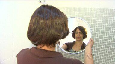 Cabelos doados por estudantes são transformados em perucas - As perucas serão entregues a mulheres que lutam contra o câncer.