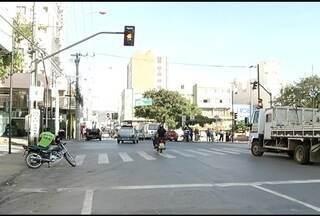 Cinco novos semáforos começam a funcionar no Centro de Montes Claros nos próximos dias - Para MC Trans, medida deve dar mais segurança para motoristas e pedestres.