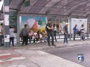 Passageiros enfrentam problemas em Osasco - Durante a manhã houve congestionamento na cidade. Dos 170 ônibus da Viação Urubupunga, 91 estão rodando. A Viação Osasco tem 177 ônibus e 26 estão rodando. Alguns ônibus chegaram a ser depredados.