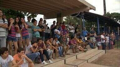 Público comparece ao treino do Fortaleza no Colégio Militar - Leão conta com retorno de Corrêa nas atividades desta quarta-feira