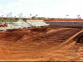 Pilotos de várias regiões do país disputam etapa do Arena Cross em Uberlândia - Evento acontece no Camaru e será uma competição inédita para cidade.