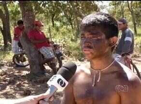 Indígenas da etnia xerente fazem protesto na TO-020 entre Lajeado e Tocantínia - Indígenas da etnia xerente fazem protesto na TO-020 entre Lajeado e Tocantínia