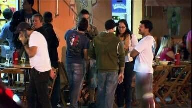 Bairro de muitos bares, restaurantes e pizzarias na Zona Leste fica no caminho da torcida - Um bairro da Zona Leste, perto de Itaquera, que é conhecido pela noite movimentada, está contando os dias para a abertura da Copa.