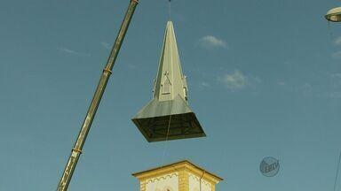 Torre da matriz de São Gonçalo do Sapucaí é recolocada - Torre da matriz de São Gonçalo do Sapucaí é recolocada