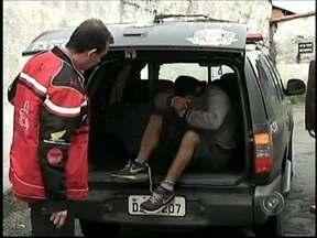 Suspeitos de furto a caixa automático são presos pela polícia de Itapeva, SP - Uma operação da Polícia Civil de Itapeva (SP) resultou na prisão de dois dos cinco integrantes de uma quadrilha que arrombou e furtou um caixa automático em Guapiara. Os dois foram presos na noite de quarta-feira (21), no Paraná.