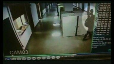 Estudantes reclamam de constantes roubos dentro da UnB - Os estudantes reclamam do abuso dos bandidos, que agem na UnB a qualquer hora, e até dentro das salas de aula.