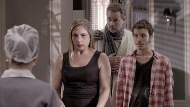 Segunda Dama - Episódio do dia 29/05/2014, na íntegra - Marali suspende os remédios de Paulo Hélio a pedido de Greg
