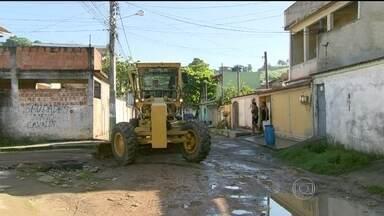 Moradores pedem asfaltamento de rua em Nova Iguaçu - Os moradores do bairro Caioaba, em Nova Iguaçu, na Baixada Fluminense, pedem o asfaltamento da Rua Valdir Mendes da Costa. Os cidadãos reclamam da falta de atenção do poder público.