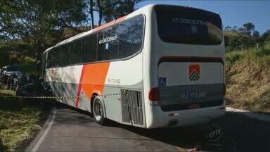 Duas pessoas morrem e crianças ficaram feridas após batida com ônibus em São Lourenço (MG) - Duas pessoas morrem e crianças ficaram feridas após batida com ônibus em São Lourenço (MG)