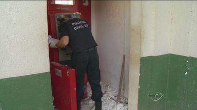 Caixa eletrônico é alvo de explosão e passa por perícia no ES - Dois homens foram presos, mas a polícia não tem certeza se eles fazem parte do crime.