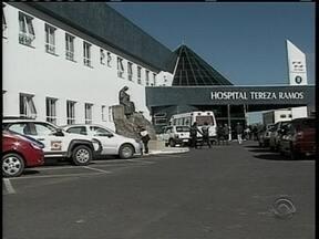 Médico de hospital público de Lages bate cartão e atende em unidade particular - Médico de hospital público de Lages bate cartão e atende em unidade particular