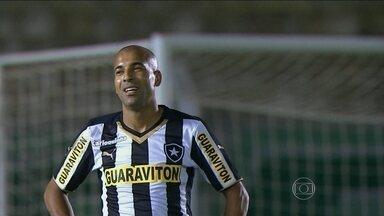 Sem Emerson Sheik, Botafogo enfrenta Corinthians pelo Brasileirão 2014 - Atacante levou terceiro cartão amarelo contra Palmeiras, mas mesmo assim, não poderia atuar contra o Timão por questões contratuais.