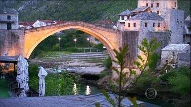 Bósnia busca um futuro de paz - Sarajevo, capital da Bósnia, é uma aula de história. Lá começou a Primeira Guerra Mundial e, há 20 anos, sofreu com a guerra na ex-Iugoslávia. Mas a cidade soube virar o jogo e o turismo cresceu a partir da curiosidade dos visitantes.