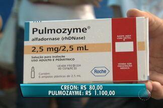 Pacientes com fibrose cística reclamam da falta de remédios distribuídos de graça - Eles reclamam que dois medicamentos que custam R$ 80 e R$ 1.100 estão em falta há 6 meses. Eles são distribuídos pelo Governo Federal.