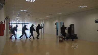 Militares fazem treinamento de segurança para a Copa em Cuiabá - Militares fizeram um treinamento de segurança para a Copa em Cuiabá.
