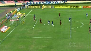 Cruzeiro vence o Flamengo e se isola na liderança do Campeonato Brasileiro - Time de Marcelo Oliveira marcou os três gols no primeiro tempo.